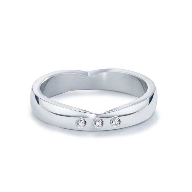 Schoner Verlobungsring In Herzform Aus Edelstahl Mit Diamanten